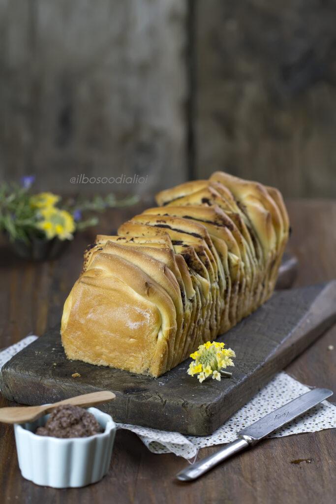 Pull apart bread con patè di olive nere